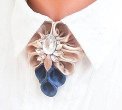 Náhrdelníky - Elegancia a la Chanel - indigo béžový náhrdelník s ozdobným kamienkom - 8509929_