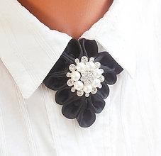 Náhrdelníky - Elegancia a la Chanel - čierny vintage náhrdelník so štrasovo - perlovou ozdobou - 8509939_