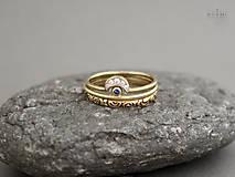 585/1000 zlatý komplet prsteňov s prírodným modrým zafírom