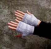 Sivé rukavice s jemným vzorom