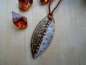 Náhrdelníky - Amulet hnedozlatý - 8513908_