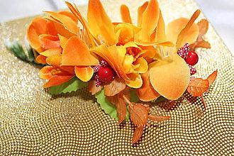 Ozdoby do vlasov - Kvetinový hrebienok do vlasov z frézie - 8515397_