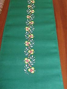 Úžitkový textil - Maľovaný stredový obrus - zelený, 140x40 cm, - 8514670_