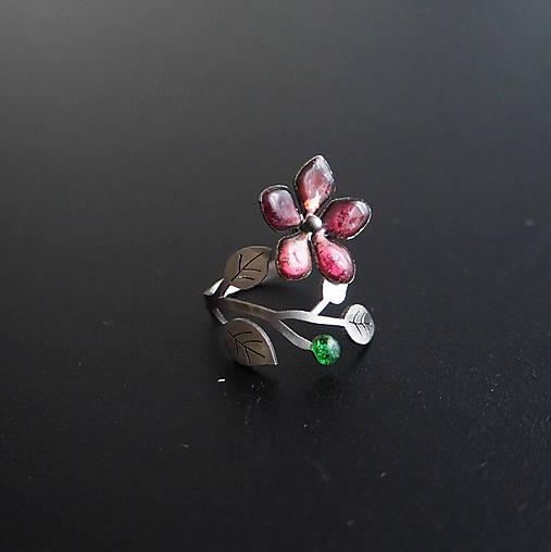 Prsten tmavo ružový kvet