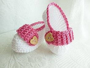 Topánočky - Háčkované papučky so srdiečkom - 8524126_