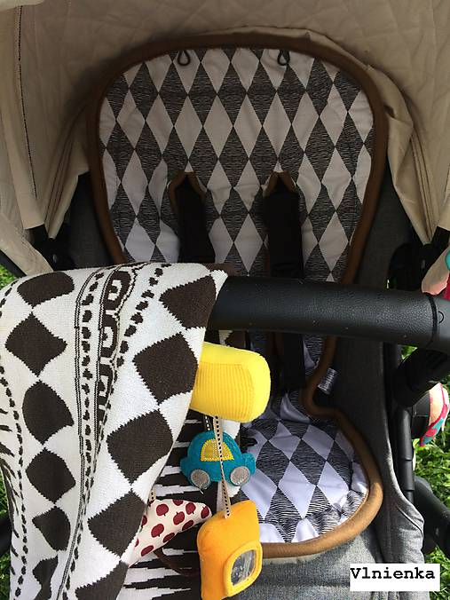 Bugaboo Seat Liner Graphic Grace fabric/ Podložka do kočíka Bugaboo/ Joolz SCANDI graphic grace black and white