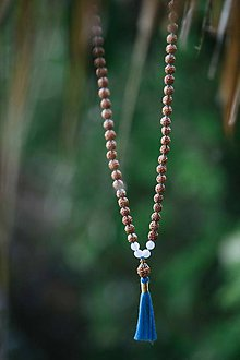 Náhrdelníky - Rudraksha Mala s Modrým Achátom - 8523874_