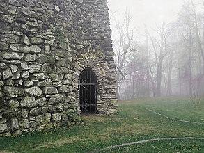 Fotografie - Jesenná melanchólia (tajomná brána) - 8523910_