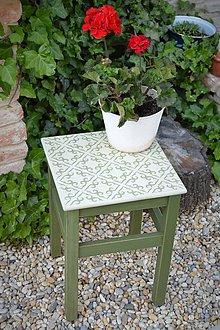 Nábytok - Taký vidiecky stolík v zelenom - 8522699_