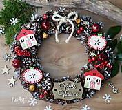Dekorácie - Prírodný šiškový vianočný veniec domčeky a jabĺčka - 8525355_