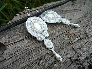 Náušnice - Soutache náušnice Svadobné perleťové...elegantné - 8525713_