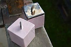 Nádoby - Dóza kocka ružová i zlatá :o)). - 8524998_