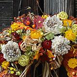 Dekorácie - Venček zo sušených kvetov na dvere - 8524578_