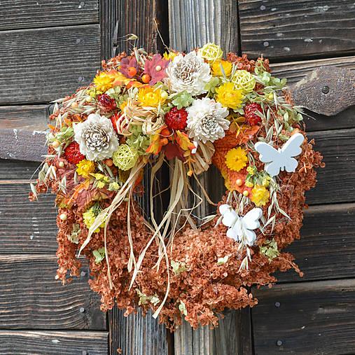 Venček zo sušených kvetov na dvere