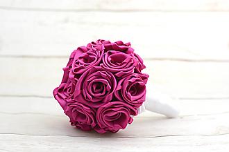 Kytice pre nevestu - Saténová kytica svadobná cyklámenová ruže - 8525090_