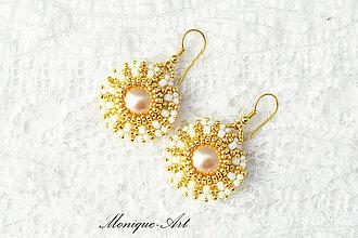 Náušnice - Zlato-biele náušnice s perlami a pozláteným háčikom - 8529655_