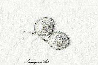 Náušnice - Medailón - náušnice s korálkou terracotta (Šedo-biele) - 8530520_