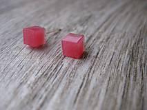Náušnice - Mini ružové kocky - živicové napichovačky č.1252 - 8532168_