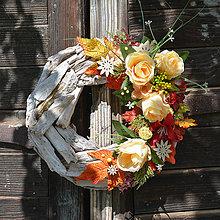Dekorácie - Jesenný venček na drevenom podklade - 8534002_