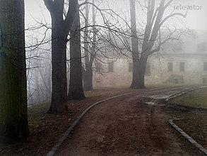 Fotografie - Jesenná melanchólia - záhadná budova - 8533482_