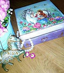 Krabičky - Dievčenská šperkovnica fialová - Princezná s bielym koníkom - 8538100_