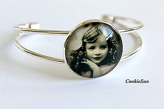 Odznaky/Brošne - Vintage Little Girl (Náramok) - 8537077_