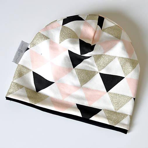 detská čiapka trojuholníky