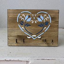 Nábytok - Sľovenský vešiačik do modra - 8539053_