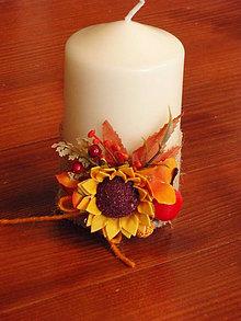 Svietidlá a sviečky - Jesenná sviečka so slnečnicou a jabĺčkom výška 12cm - 8537200_