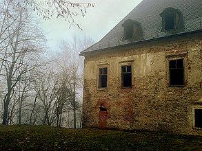 Fotografie - Jesenná melanchólia (dom, ktorý nie je viac domovom) - 8536499_
