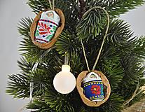 Dekorácie - Vianočné oriešky s bábätkom, folk rôzne stuhy - 8537661_