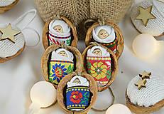 Dekorácie - Vianočné oriešky s bábätkom, folk rôzne stuhy - 8537664_