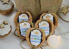 Dekorácie - Vianočné oriešky s bábätkom, vyšívaná stuha bledomodrá - 8537780_