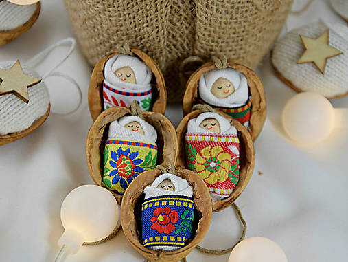 Vianočné oriešky s bábätkom, folk rôzne stuhy