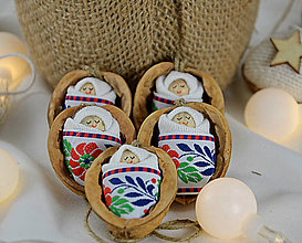 Dekorácie - Vianočné oriešky s bábätkom, folk stuha - 8537495_