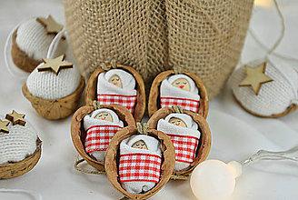 Dekorácie - Vianočné oriešky s bábätkom, červená, károvaná stuha - 8537911_