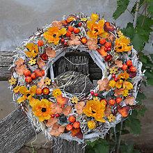 Dekorácie - Veniec v jesenných farbách - 8543026_