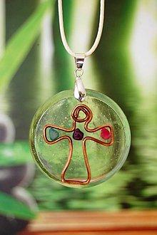 Náhrdelníky - Náhrdelník zo živice - Medený krížik - 8540382_