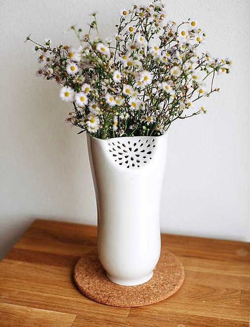 Dekorácie - White Flower (porcelánová váza) - 8546599_