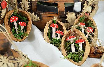 Dekorácie - Vianočné oriešky s muchotrávkami - 8545467_