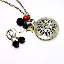 Sady šperkov - Onyx Locket Necklace & Earrings / Sada medailonu a náušníc s ónyxom, jaspisom a perlou /0497 - 8548471_