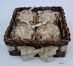 Dekorácie - Zlatisté vianočné gule v košíčku - 8547909_