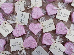 Darčeky pre svadobčanov - Svadobná plávajúca sviečka - voňavé ružové srdiečko - 8550361_
