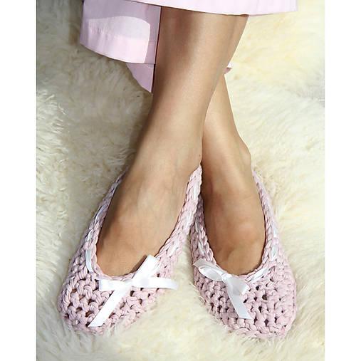 Háčkované papučky ružové