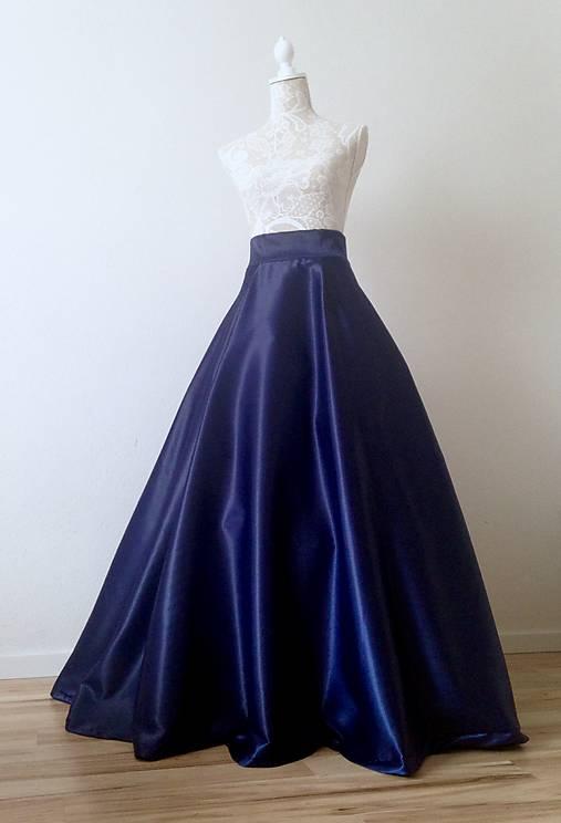 8d9198cd41d0 Spoločenská saténová sukňa dlhá kruhová tmavomodrá   TinyThea ...