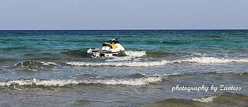 Fotografie - Autorská fotografia: Vodný skúter - 8552532_