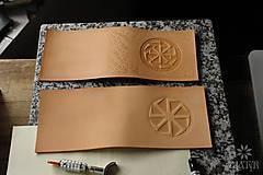 Peňaženky - Kožená peňaženka VI. Kolovratoč - 8553752_