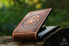 Peňaženky - Kožená peňaženka VI. Kolovratoč - 8553760_