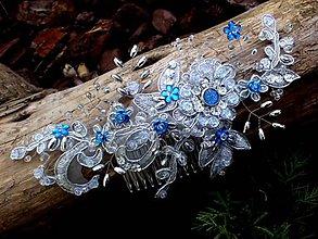 Ozdoby do vlasov - strieborný čipkový hrebienok do vlasov + modrá - 8551900_