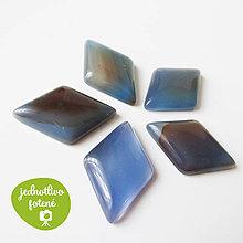 Minerály - Brazílsky achát modrý / kabošon kosoštv. 21x32mm - 8551906_